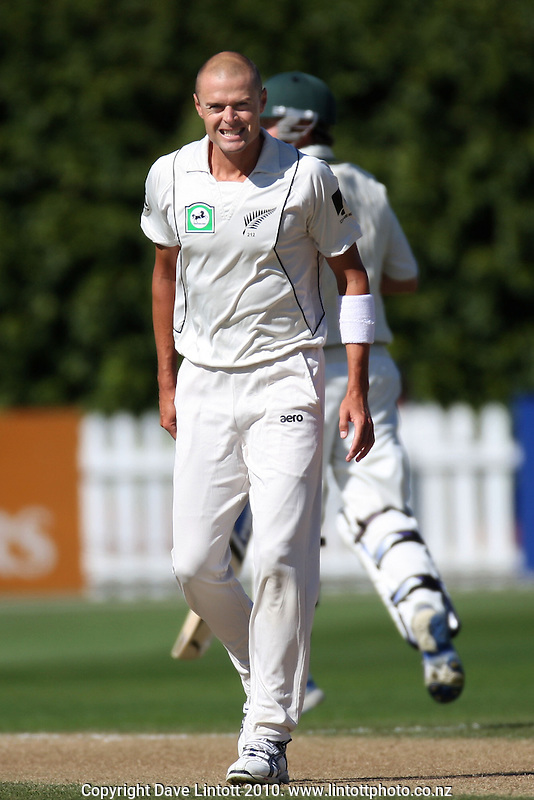 NZ bowler Chris Martin during day two of the 1st cricket test match between the New Zealand Black Caps v Australia, day two at the Basin Reserve, Wellington, New Zealand on Saturday, 20 March 2010. Photo: Dave Lintott / lintottphoto.co.nz