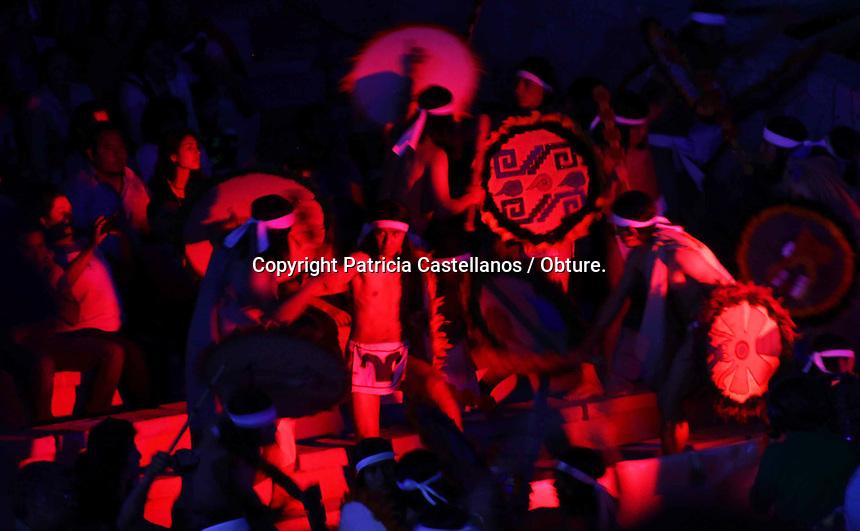 Oaxaca de Ju&aacute;rez. 21 de julio de 2014.- Como cada a&ntilde;o en estas fechas, el auditorio Guelaguetza fue sede para la representaci&oacute;n de &ldquo;Donaj&iacute;; La Leyenda&rdquo;, mito ancestral que narra la historia de una mujer zapoteca sacrifica la vida por su pueblo, y da una muestra de amor, humildad, lealtad y hero&iacute;smo.<br /> &nbsp;<br /> Dicho evento, congrego a miles de visitantes de diversas partes del mundo, as&iacute; como p&uacute;blico local, mismo que pudo apreciar el performance del maestro Fernando Rosales y el grupo folcl&oacute;rico de Oaxaca integrado por 150 bailarines, quienes ofrecieron un espect&aacute;culo de primer nivel.<br /> <br /> Foto: Patricia Castellanos / Obture.