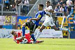 Saarbr&uuml;ckens Gillian Jurcher (M) mit Pirmasens  Torwart Benjamin Reitz (l.) und Yannick Osee (r.) beim Spiel in der Regionalliga Suedwest, 1. FC Saarbruecken - FK Pirmasens.<br /> <br /> Foto &copy; PIX-Sportfotos *** Foto ist honorarpflichtig! *** Auf Anfrage in hoeherer Qualitaet/Aufloesung. Belegexemplar erbeten. Veroeffentlichung ausschliesslich fuer journalistisch-publizistische Zwecke. For editorial use only.
