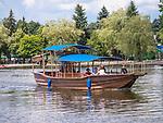 Rzeka Netta -  łódź wycieczkowa, Augustów, Polska<br /> Netta river - boat cruise, Augustów, Poland
