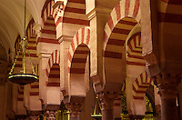 Säulen in der Mezquita in Cordoba, Andalusien, Spanien, Unesco-Weltkulturerbe