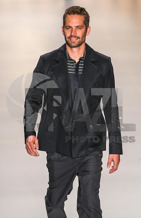 SAO PAULO, SP, 21 MARÇO 2013 - SPFW - COLCCI - O ator americano  Paul Walker durante desfile da grife Colcci coleção Primavera-Verão 2013/14, em desfile da São Paulo Fashion Week (SPFW) no Pavilhão da Bienal do Ibirapuera na região sul da capital paulista nesta quinta-feira, 21. (FOTO: WILLIAM VOLCOV / BRAZIL PHOTO PRESS).