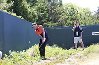 Danny Willett (ENG) chips from the rough at the 12th green during Thursday's Round 1 of the 118th U.S. Open Championship 2018, held at Shinnecock Hills Club, Southampton, New Jersey, USA. 14th June 2018.<br /> Picture: Eoin Clarke | Golffile<br /> <br /> <br /> All photos usage must carry mandatory copyright credit (&copy; Golffile | Eoin Clarke)