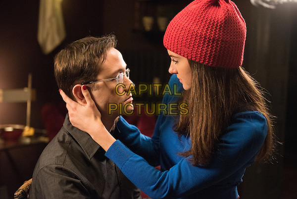 Snowden (2016) <br /> Joseph Gordon-Levitt &amp; Shailene Woodley<br /> *Filmstill - Editorial Use Only*<br /> CAP/KFS<br /> Image supplied by Capital Pictures