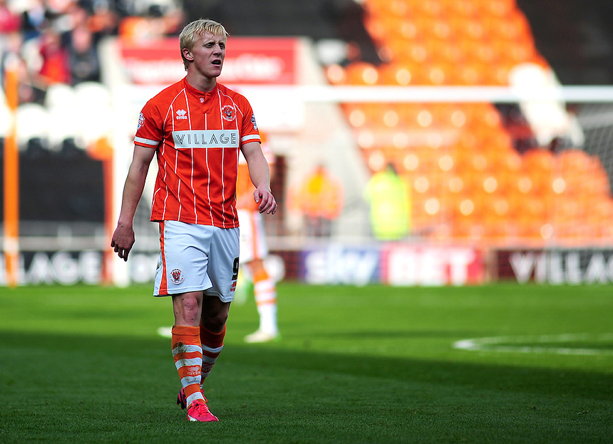 Blackpool's Mark Cullen in action during todays match  <br /> <br /> Photographer Kevin Barnes/CameraSport<br /> <br /> Football - The Football League Sky Bet League One - Blackpool v Swindon Town - Saturday 3rd October 2015 - Bloomfield Road - Blackpool<br /> <br /> &copy; CameraSport - 43 Linden Ave. Countesthorpe. Leicester. England. LE8 5PG - Tel: +44 (0) 116 277 4147 - admin@camerasport.com - www.camerasport.com