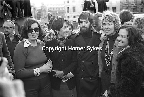 Betty Williams, Joan Baez, Mr Ciaran McKeown, Mrs Jane Ewart  Biggs, Mairead Corrigan  Peace people London 1976.<br /> <br /> Mairead Maguire (nee Corrigan) <br /> <br /> Larry Adler in background left in glasses. My ref 37/1480/, 1976,