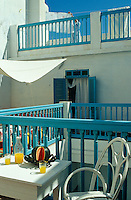 The multi-level roof terrace is used for drying the washing as well as for dining