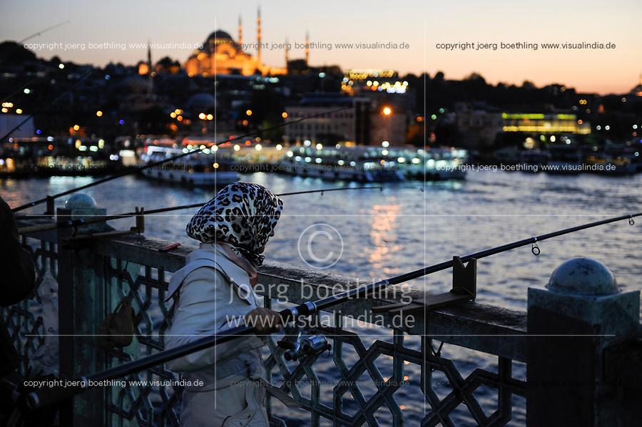 TURKEY Istanbul , Golden Horn, woman with headscarf fishing at Galata bridge / TUERKEI Istanbul, Frau mit Kopftuch angelt an der Galata Bruecke