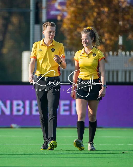 AMSTELVEEN - scheidsrechters Lorijn de Kraker en Nino Arzini  tijdens de competitie hoofdklasse hockeywedstrijd dames, Pinoke-SCHC (1-8) . COPYRIGHT KOEN SUYK