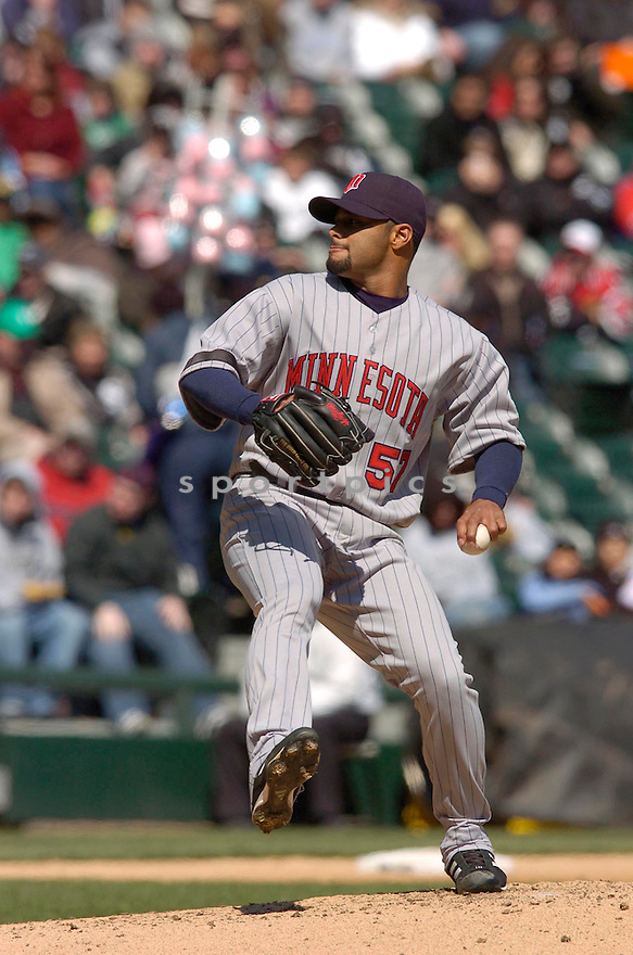 JOHAN SANTANA, of the Minnesota Twins, in action against the Chicago White Sox on April 8, 2007 in Chicago, IL...Twins win 3-1..CHRIS BERNACCHI/ SPORTPICS..