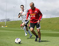 Pictured L-R: Danny McGowan against Alan Curtis. Tuesday 06 May 2014<br />
