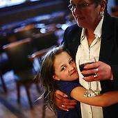 """Portsmouth, Great Britain, April 2010:.Guests at the  """"The Portsdown"""" community pub in Paulsgrove near Portsmouth. Almost all guests here are local people who know each other well and meet here for a chat..(Photo by Piotr Malecki / Napo Images)..Portsmouth, Wielka Brytania, Kwiecien 2010:.Goscie w pubie """"The Portsdown"""". .Prawie wszyscy goscie tutaj to stali bywalcy i mieszkancy okolicznych domow, ktorzy znaja sie dobrze i spotykaja tu codziennie..Fot: Piotr Malecki / Napo Images"""