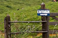 Santos Dumont, Brasil...Placa em uma paisagem rural...A sign in rural landscape...Foto: LEO DRUMOND / NITRO