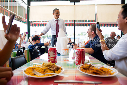 United States President Barack Obama talks with diners at Lechonera El Barrio restaurant while waiting for his lunch order during a stop in Orlando, Florida, August 2, 2012. .Mandatory Credit: Pete Souza - White House via CNP