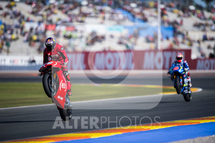 VALENCIA, SPAIN - NOVEMBER 11: Alvaro Bautista during Valencia MotoGP 2016 at Ricardo Tormo Circuit on November 11, 2016 in Valencia, Spain