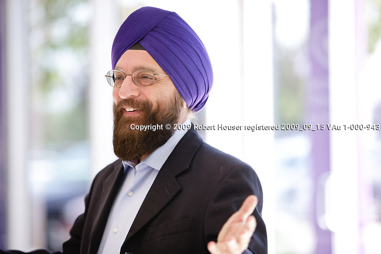 Gurjot Singh - CEO and President - Lynux Works - images : Executive portrait photographs by San Francisco Bay Area - corporate and annual report - photographer Robert Houser. 2009 pictures.