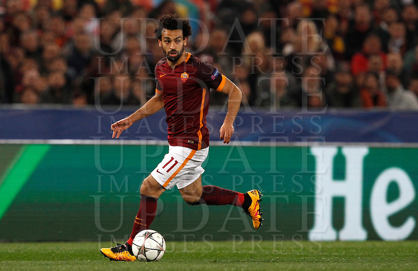 Calcio, andata degli ottavi di finale di Champions League: Roma vs Real Madrid. Roma, stadio Olimpico, 17 febbraio 2016.<br /> Roma's Mohamed Salah in action during the first leg round of 16 Champions League football match between Roma and Real Madrid, at Rome's Olympic stadium, 17 February 2016.<br /> UPDATE IMAGES PRESS/Riccardo De Luca