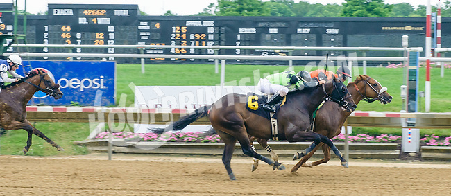Celtic Moon winning at Delaware Park on 6/21/17