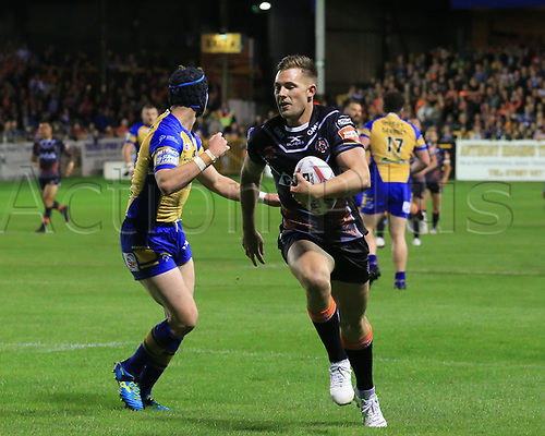 8th September 2017, The Mend-A-Hose Jungle, Castleford, England; Betfred Super League, Super 8s; Castleford Tigers versus Leeds Rhinos; Greg Eden of Castleford Tigers  makes a run for a try but was off side