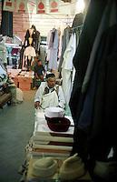 LIBIA TRIPOLI               .NELLA FOTO:LA MEDINA,IL SOUK AL-TURK.FOTO STEFANO MONTESI.GIUGNO2002