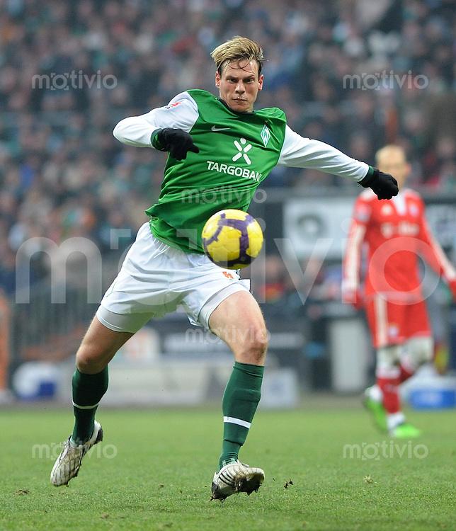 FUSSBALL  1. BUNDESLIGA   SAISON 2009/2010  19. SPIELTAG SV Werder Bremen - FC Bayern Muenchen              23.01.2010   Tim BOROWSKI (SV Werder Bremen) Einzelaktion am Ball