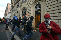 .Roma, 27 Ottobre 2012.Manifestazione contro i tagli e la politica del governo Monti.Uova e vernice ontro le banche
