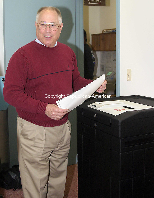 WOODBURY, CT -27 APRIL 2007 - -042707DA02-- Woodbury First Selectman Dick Crane demonstrates one of the new voting scanner machines that will be used for the first time at the May 8 school budget referendum. People who have questions regarding the machines can call the registrars office at (203) 263-4750. <br />  Darlene Douty/Republican-American