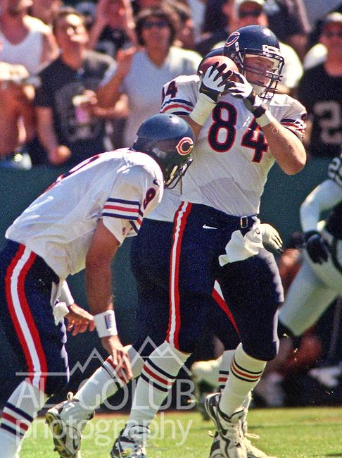 Oakland Raiders vs. Chicago Bears at Oakland Alameda County Coliseum Sunday, September 26, 1999.  Raiders bet Bears  24-17.  Chicago Bears quarterback Shane Matthews (9) passes to tight end John Allred (84).