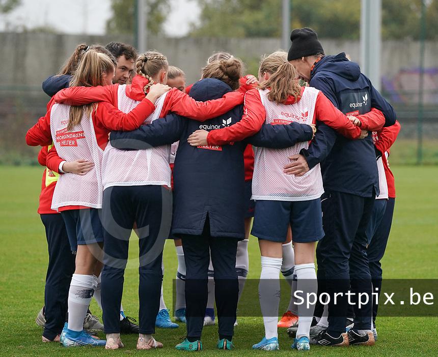 20191101 - Tubize: Norwegian team pictured during the warming up of the international friendly match between Red Flames U16 (Belgium) and Norway U16 on 1 November 2019 at Belgian Football Centre, Tubize. PHOTO:  SPORTPIX.BE | SEVIL OKTEM