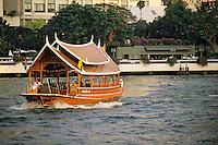 "Thaïlande/Bangkok: Bateau sur le Chao Phraya devant l'hôtel ""Oriental"""