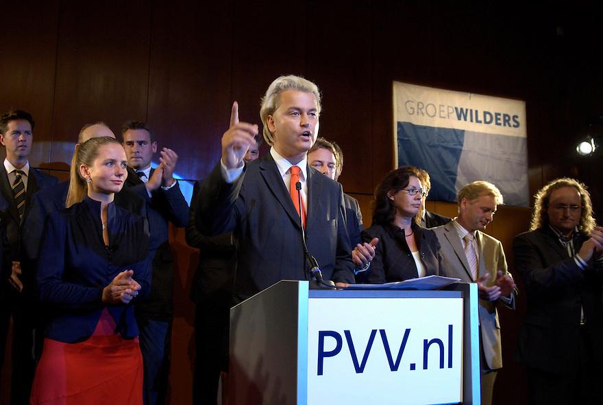 Nederland, Amsterdam, 25 aug 2006...Groep Wilders presenteert zijn lijst. .Geert Wilders gaat de verkiezingen voor de tweede kamer in met zijn partij Partij voor de Vrijheid. Vandaag presenteerde hij de kandidaten voor de tweedekamerfraktie van zijn partij, die mikt op 10 zetels. De PVV is een van de nieuwe kleine rechtse partijen die het gedachtengoed van Pim Fortuyn gaat uitdragen..Foto: (c) Michiel Wijnbergh