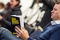Vorstellung des Amnesty International-Report 2017 am Mittwoch den 21. Februar 2018 in Berlin durch Markus N. Beeko, Generalsekretaer von Amnesty International-Deutschland.<br /> Im Bild: Ein Journalist liest in dem Report.<br /> 21.2.2018, Berlin<br /> Copyright: Christian-Ditsch.de<br /> [Inhaltsveraendernde Manipulation des Fotos nur nach ausdruecklicher Genehmigung des Fotografen. Vereinbarungen ueber Abtretung von Persoenlichkeitsrechten/Model Release der abgebildeten Person/Personen liegen nicht vor. NO MODEL RELEASE! Nur fuer Redaktionelle Zwecke. Don't publish without copyright Christian-Ditsch.de, Veroeffentlichung nur mit Fotografennennung, sowie gegen Honorar, MwSt. und Beleg. Konto: I N G - D i B a, IBAN DE58500105175400192269, BIC INGDDEFFXXX, Kontakt: post@christian-ditsch.de<br /> Bei der Bearbeitung der Dateiinformationen darf die Urheberkennzeichnung in den EXIF- und  IPTC-Daten nicht entfernt werden, diese sind in digitalen Medien nach §95c UrhG rechtlich geschuetzt. Der Urhebervermerk wird gemaess §13 UrhG verlangt.]