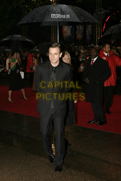 """EWAN McGREGOR.Arrivals at """"Star Wars Episode III: Revenge of the Sith"""" UK Premiere, Odeon Cinema Leicester Square, London,.May 16th 2005..full length umbrella raining.Ref: AH.www.capitalpictures.com.sales@capitalpictures.com.©Adam Houghton/Capital Pictures."""
