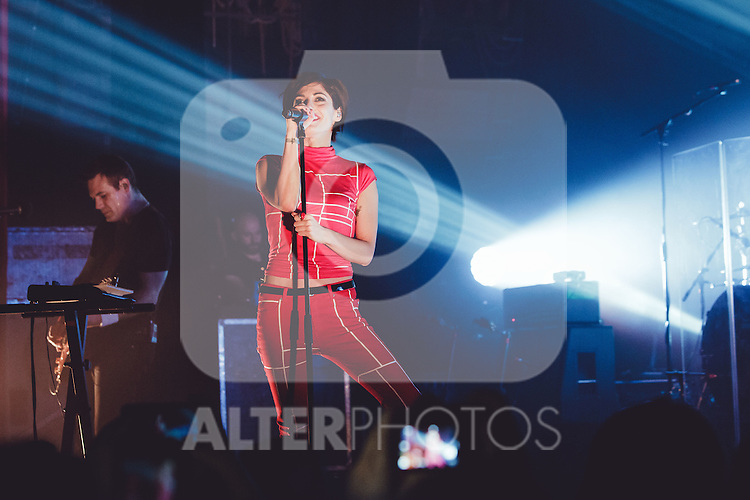 Jennifer Ayache - Superbus - Trianon