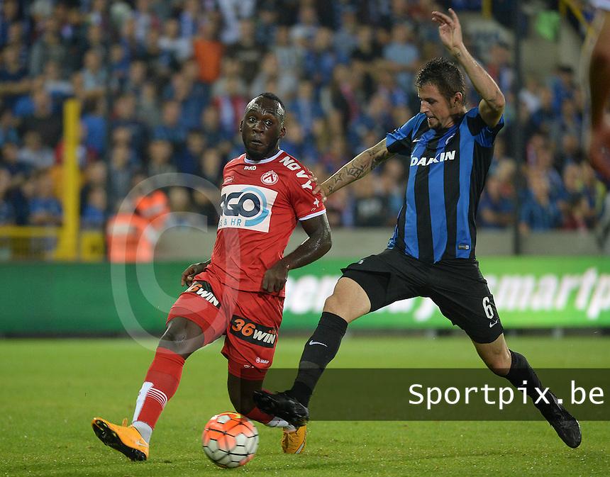 Club Brugge - KV Kortrijk : Herve Kage (links) met de pass voor de aanstormende Claudemir (r)<br /> Foto VDB / Bart Vandenbroucke
