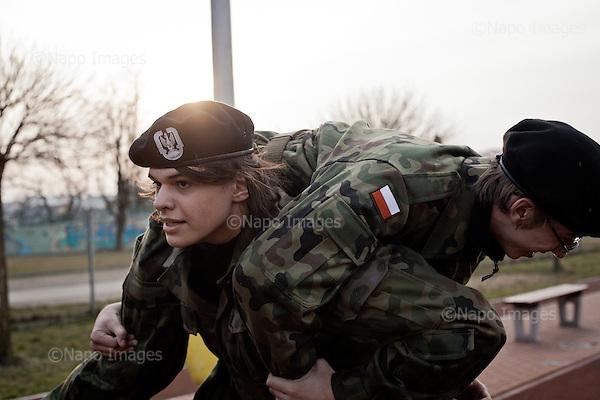 KALISZ, 7/03/2015:<br /> Cwiczeniai na szkolnym boisku. W ten weekend czlonkowie organizacji zebrali sie w lokalnym liceum ogolnoksztalcacym na dwudniowe cwiczenia. Od rozpoczecia wojny na Ukrainie rozne organizacje paramilitarne staja sie coraz bardziej popularne.<br /> Fot: Piotr Malecki<br /> <br /> KALISZ, POLAND, MARCH 7, 2015:<br /> Young members of &quot;Strzelec&quot; (&quot;The Shooter&quot;) paramilitary association and of local classes with military profile, are having their training at the sports grounds of the local school.  (The guns are replicas of the real guns)  This weekend a few paramilitary groups from this region of Poland are having their trainining session, their base being a secondary school number 5 in Kalisz.<br /> Since the start of war in Ukraine, paramilitary associations are becoming more popular.<br /> (Photo by Piotr Malecki)