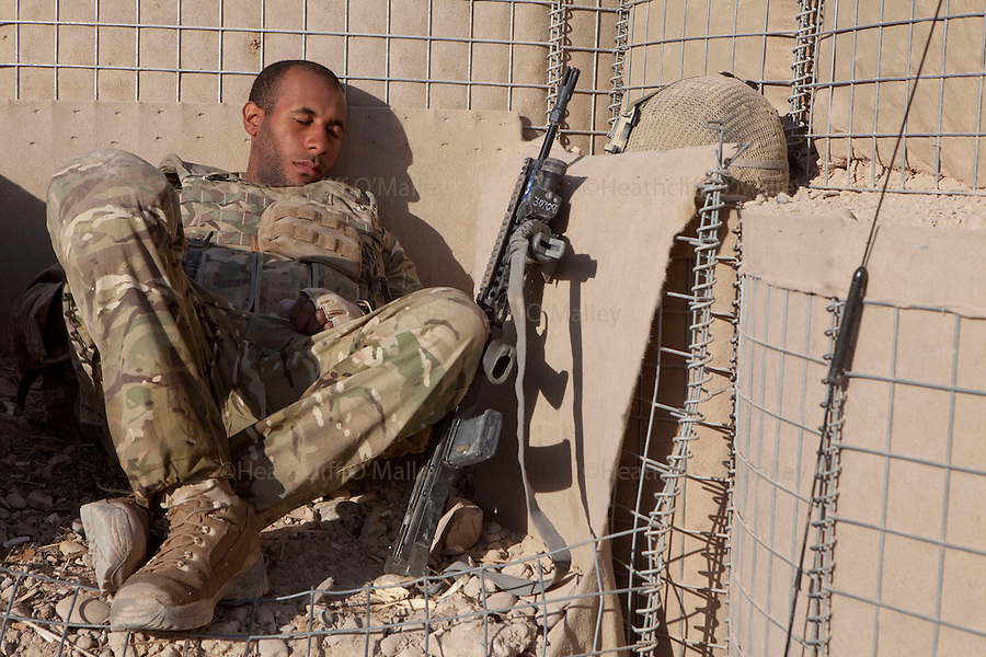 Mcc0027461 . Daily Telegraph..Pvt Barry from the FSG (Fire Support Group)B Coy, 3 Para, takes a rest between patrols in Chah e Anjir area , northern Nad e Ali...Helmand 25 November 2010