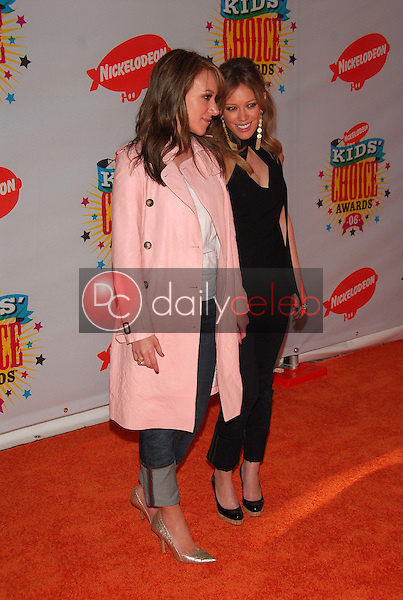 Haylie Duff and Hilary Duff<br />at Nickelodeon's 19th Annual Kids' Choice Awards. Pauley Pavilion, Westwood, CA. 04-01-06<br />Dave Edwards/DailyCeleb.com 818-249-4998