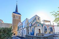 France, Vendée (85), Les Sables-d'Olonne, quartier de la Chaume, place et église Saint-Anne et fresques de  l'artiste Manfred Landreau