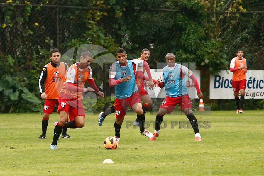 SAO PAULO, SP, 19 DE JULHO DE 2013. TREINO SPFC. o time  do São Paulo Futebol Clube durante treino no Centro de Treinamento na Barra Funda, zona oeste da capital paulista. Este foi o primeiro treino com o comando de Paulo Autuori FOTO ADRIANA SPACA/BRAZIL PHOTO PRESS.