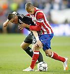 Atletico de Madrid's Joao Miranda (r) and Chelsea's Fernando Torres during Champions League 2013/2014 match.April 22,2014.(ALTERPHOTOS/Acero)