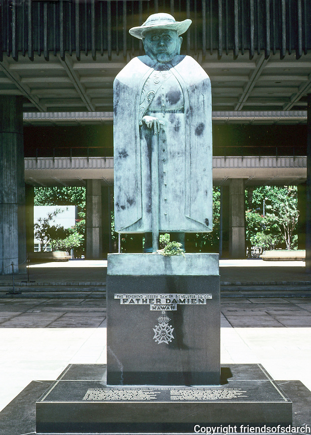 Honolulu: Hawaii State Capitol--Marisol, Father Damien. Photo '82.