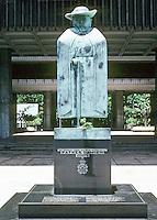 Honolulu: Hawaii State Capitol--Marisol, Father Damien. Photo '82.