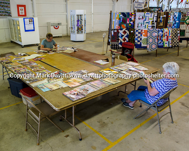 Quilt magazines are for sharing so that is just what Ellen Glasgow and Aileen McKee did at the Warren County Fair.