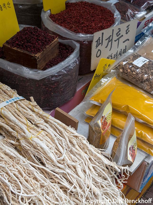 Auf dem Yangnyeong Medizin Markt in Seoul, S&uuml;dkorea, Asien<br /> Yangnyeong medicine market  in Seoul, South Korea, Asia