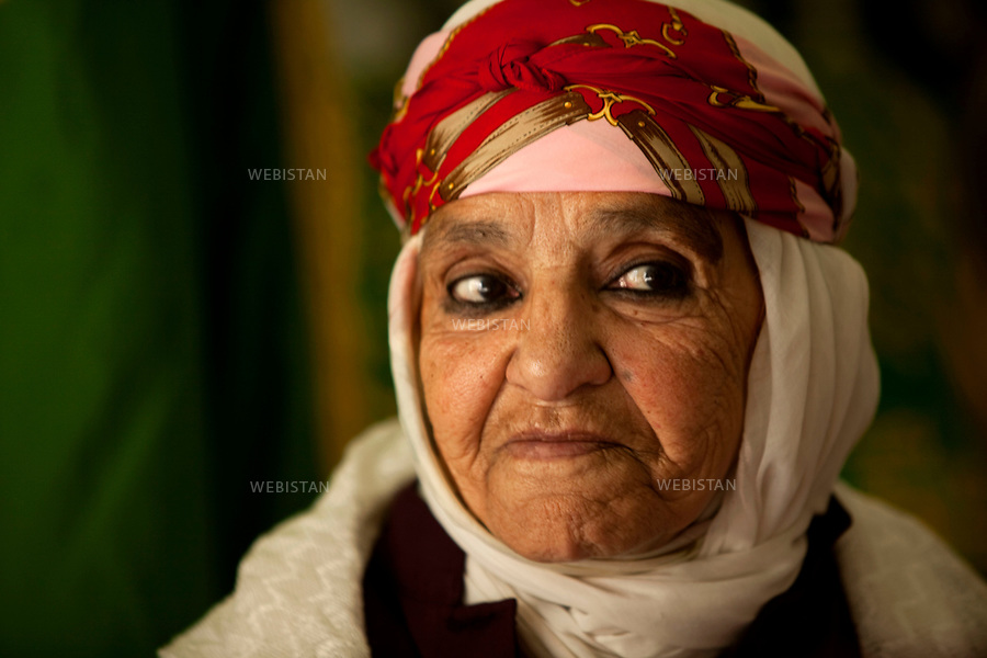 Algerie. Oran. 09 Avril 2011.Pelerinage a la koubba de Sidi Houari..Portrait d'une femme (&laquo; hadja &raquo;). Le terme &laquo; haja &raquo; designe les personnes qui ont accompli le pelerinage de la Mecque.<br /> <br /> <br /> Algeria, Oran. April 9th 2011<br /> Pilgrimage to the tomb of Sidi Houari. Portrait of a woman (&ldquo;haja&rdquo;). The term &ldquo;haja&rdquo; is designated to those who have made the pilgrimage to Mecca.