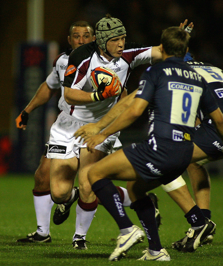 Photo: Paul Thomas..Sale Sharks v Newcastle Falcons. EDF Anglo-Welsh Cup. 29/09/2006...Newcastle's Ben Woods (L) charges down field.