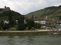 General view of Bacharach and the River Rhein, Rhineland-Palatinate, Germany.<br /> <br /> Allgemeine ansicht von Bacharach und dem Fluss Rhein, Rheinland-Pfalz, Deutschland.