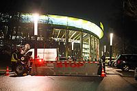 Neue mobile Fahrzeugbarrikade als Sicherheitsschleuse an der Autoeinfahrt zur Commerzbank Arena - 26.01.2018: Eintracht Frankfurt vs. Borussia Moenchengladbach, Commerzbank Arena