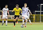2018-02-17 / voetbal / seizoen 2017-2018 / Oosterzonen - Berchem / een duel om de bal tussen Stef Van den Heuvel (l) (Berchem) en Yannis Augustynen (r) (Oosterzonen)